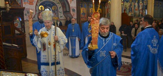 Владика Митрофан служио у Покровској цркви